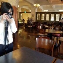 カフェでスイーツを撮…