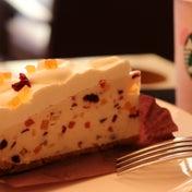 スタバのフルーツレアチーズケーキ色とりどりのフルーツをちりばめたレアチーズケーキ