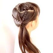 ピアノの発表会にもオススメな横で魅せるハートのヘアアレンジ♡