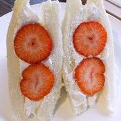 あまおう苺とペリカンのパンのフルーツサンド コフィノワ