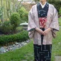 着物で日本のお芝居「…