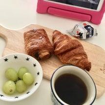 ひとりの朝。寂し〜。