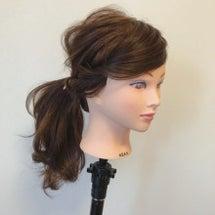 伸ばしかけの長い前髪…
