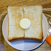 ホテルのカフェの厚切りトーストモーニング  GGCo.