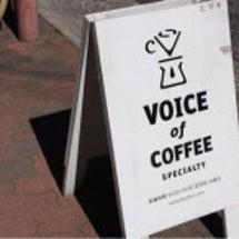 向かいのビルのコーヒ…