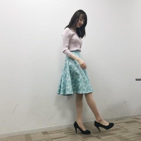 ミニスカート姿の團遥香さん