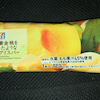 まるで黄金桃を冷凍したような食感のアイスバー セブンイレブンの画像