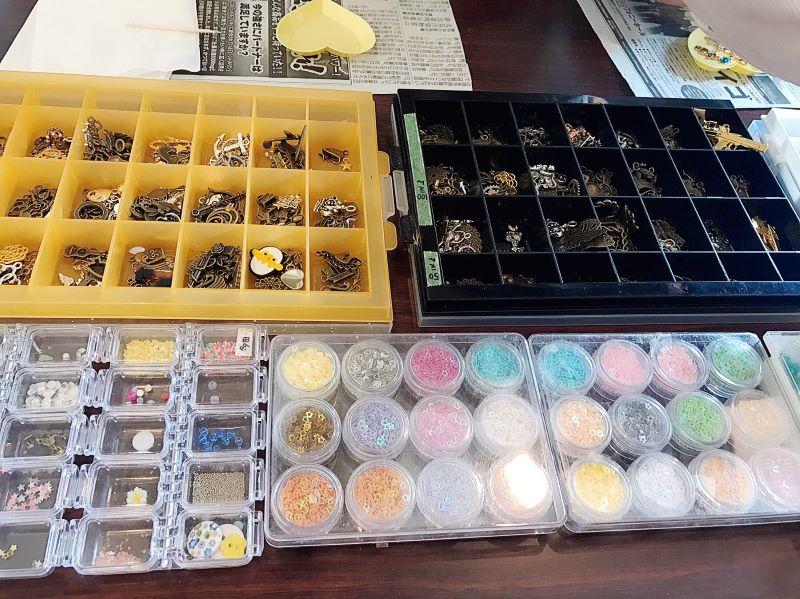 o0800059914139310281 たくさんの材料から自分の好きを選ぶ「レジンマグネットクリップワークショップ」 赤穂市
