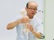 骨格モデルで解剖学重視したレッスン