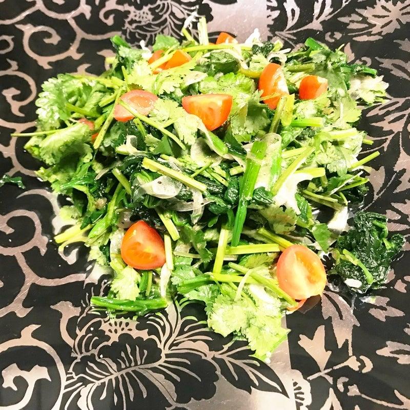 ははつゆドレッシングでパクチーとほうれん草サラダ