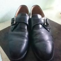 利き手でない方で靴を…