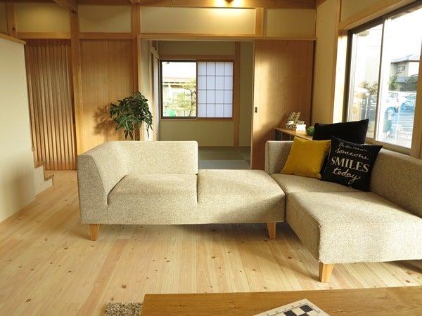 和室からつながるリビングソファの配置術でリビングと和室が連動します