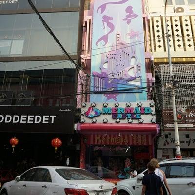 人魚になれる!?店員が全くやる気のないマーメイドカフェ【バンコク】の記事に添付されている画像