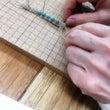 マクラメ編みの本を見…