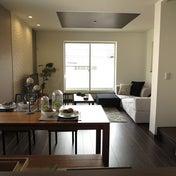 LD空間の広さを活かした家具の配置術を提案!1人掛けコーナーとスツールを組合せたソファの組替え術
