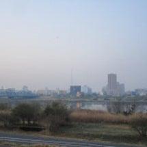 霞のかかった早朝の景…