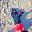北海道。雪山で寝そべ…