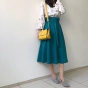 今季お気に入りのスカートを履いて!ビビッドカラーの春コーデ♪