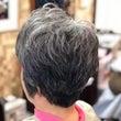 頭皮に張り付く髪をふ…