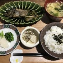 お昼は煮魚定食で~