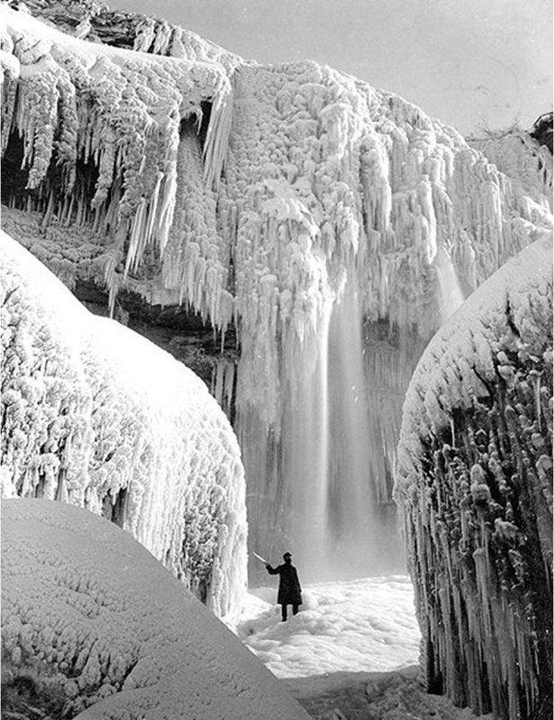 凍結したナイアガラの滝