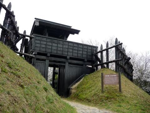 三河東条城の櫓と城門