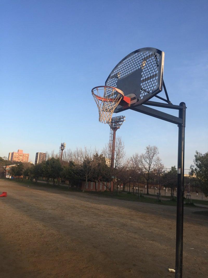 バスケット ゴール が ある 公園