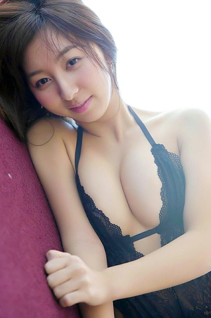 中田あすみさんのインナー姿