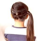 今日は時間がなかったので裏表編み込みのサイドポニーテールヘアアレンジ♡