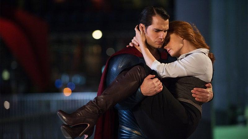 ヒロインを助けるスーパーマン