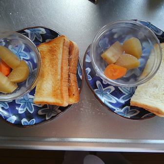朝は半額のパン
