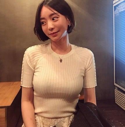[스포츠서울 권준영기자] 그룹 JYJ 박유천의 전 여자 친구 황하나씨가 사이버 명예훼손과 방조 및 교사죄 혐의로 고소당했다.
