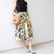 【初夏コーデのポイント】目を引く華やか花柄スカートで♡