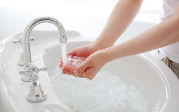 両手で水をすくう | kondoukomatum165のブログ