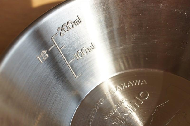 計量カップにシェラカップ