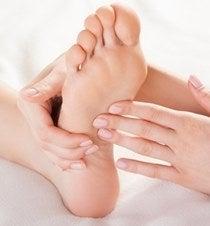 【夏季限定】足のむくみスッキリ、かかと艶めき夏ネイル映え「夏の泡(あわ)もこデトックスコース」 の記事より