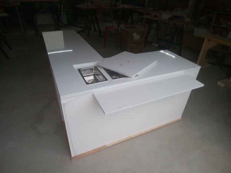 813a444a50 移動販売車(キッチンカー)に積載のテーブルとは? | 移動販売車 ...