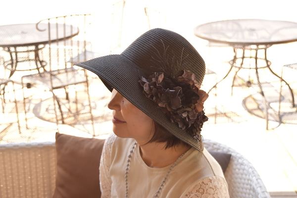 黒ダリアの麦わら帽子直良