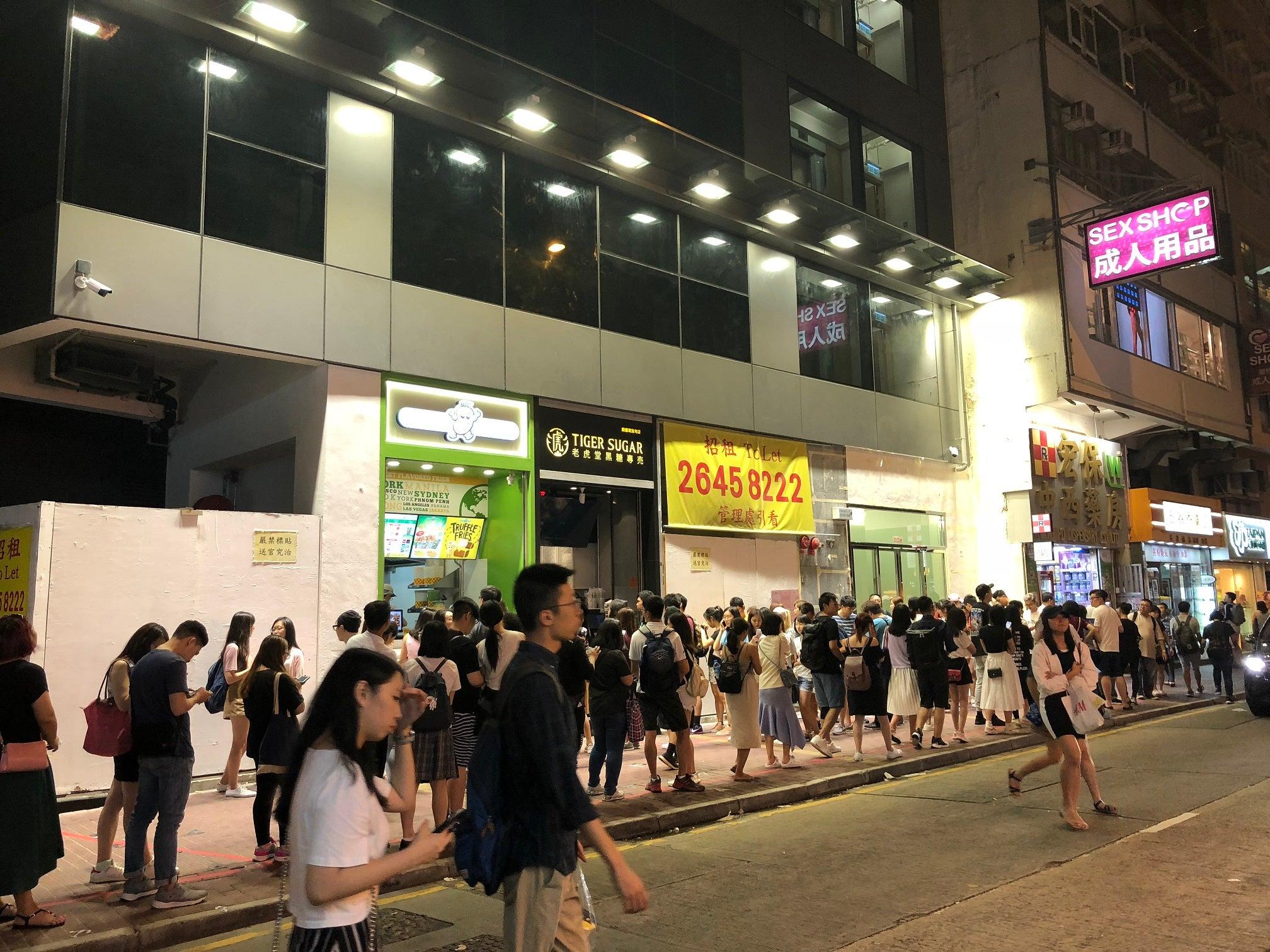 香港でも行列 黒糖タピオカミルクの《老虎堂 Tiger Sugar