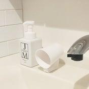 セリアで購入したシンプルボディの水切れの良い!歯磨きコップ。