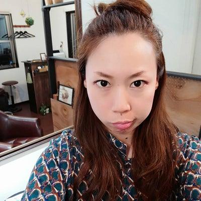 分け目からピョンピョン…アホ毛を3分で落ち着かせる方法!の記事に添付されている画像