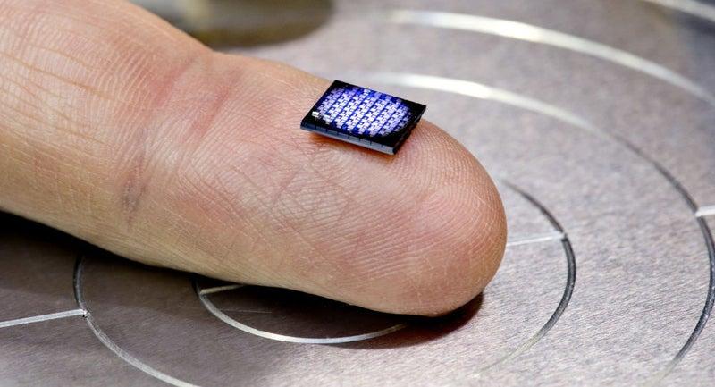 世界最小のコンピュータが製造さ...