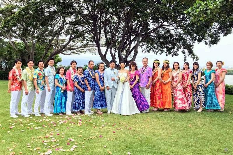 55c6086fb0ac4 ハワイ挙式参列衣装 人気のカラーは?