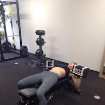 バランスボールを使った胸のトレーニングの記事に添付されている画像