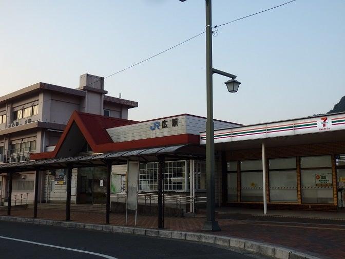 運休長期化の呉線広駅   わんわ...