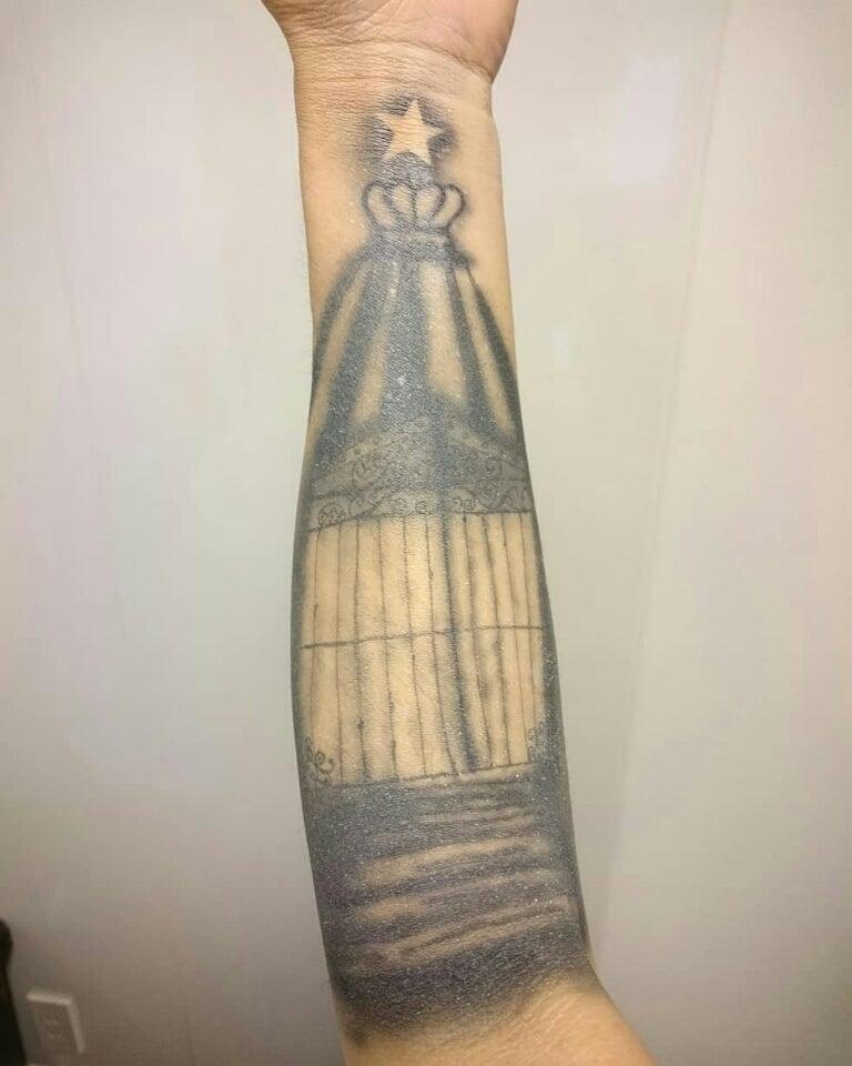 腕一面にファッションアートタトゥー