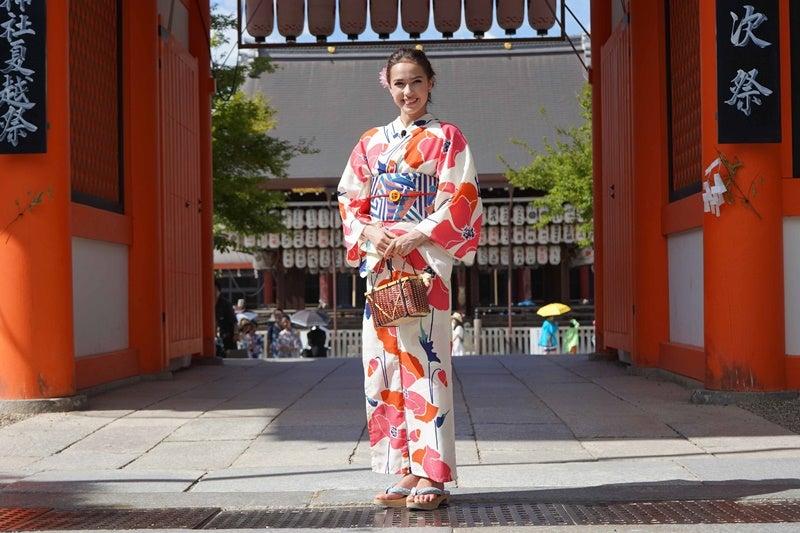 アリーナ・ザキトワ、京都で浴衣を着る!いいね!