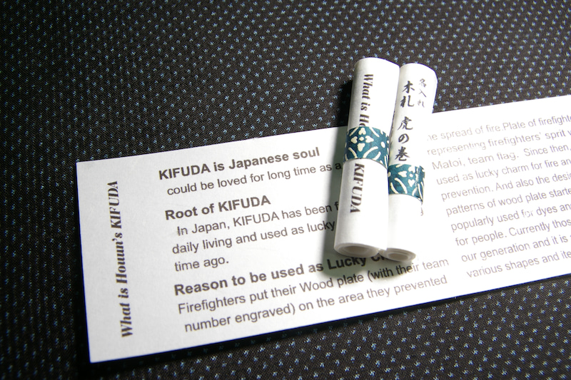 桐箱用の木札虎の巻 英語版 木札の説明書