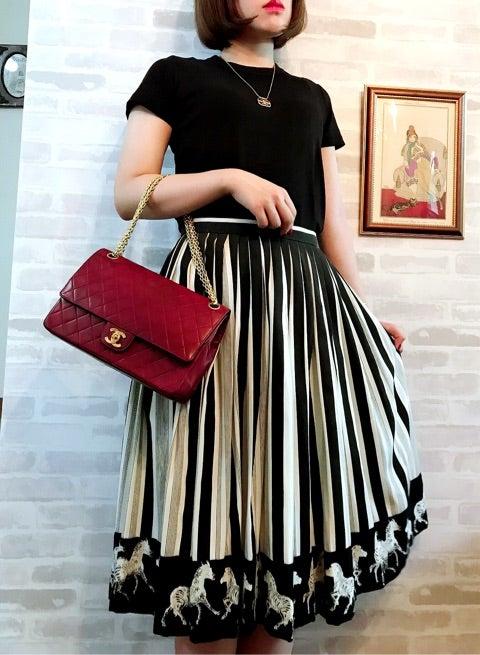 fafb7e08c8d8 レッド×ブラック両方の魅力を併せ持つCHANEL bag♡ | Vintage Shop ...