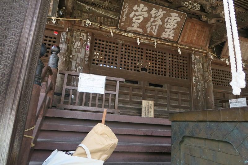 高崎達磨寺の本堂でご祈祷のだるま札の素材